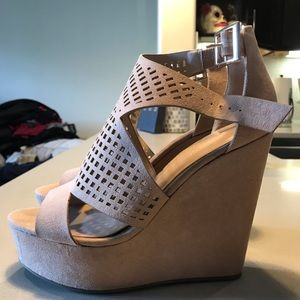 Cute suede wedges barely worn
